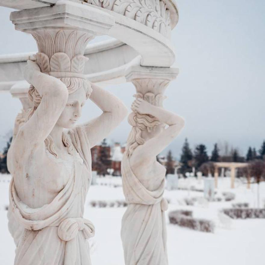 villagioestate Скульптор – это художник, через камень выражающий состояние своей души. А о чем говорят скульптуры, украшающие набережные в коттеджном поселке Millennium Park?  Поделитесь своим мнением в комментариях!